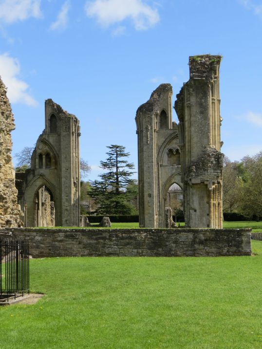 glastonbury_abbey2
