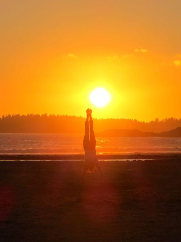 tofino_sunsethandstand