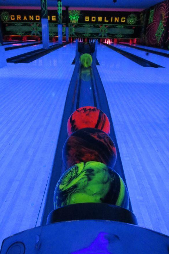 glowdark_bowling
